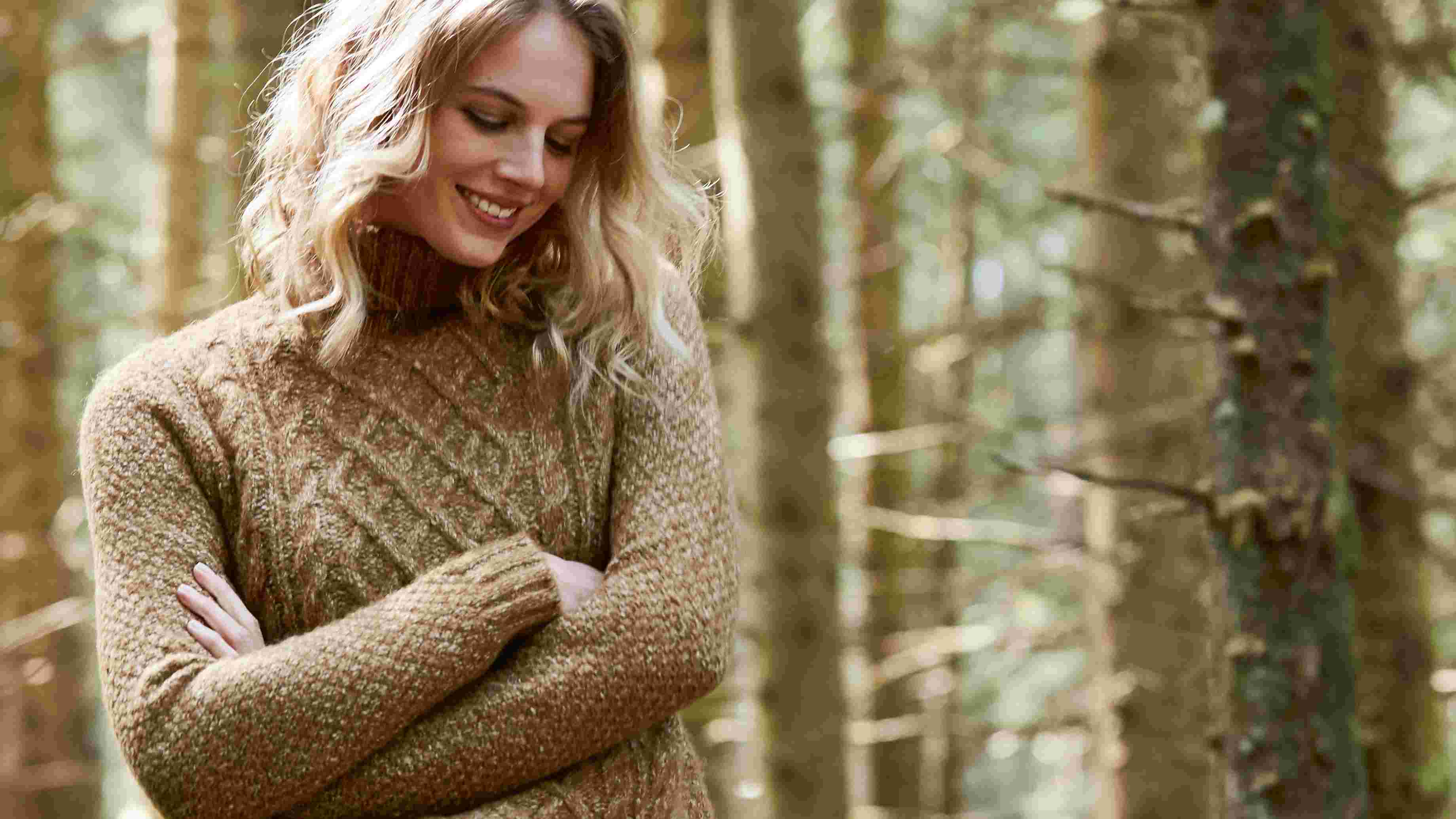 video of FatFace women's catherington cable jumper