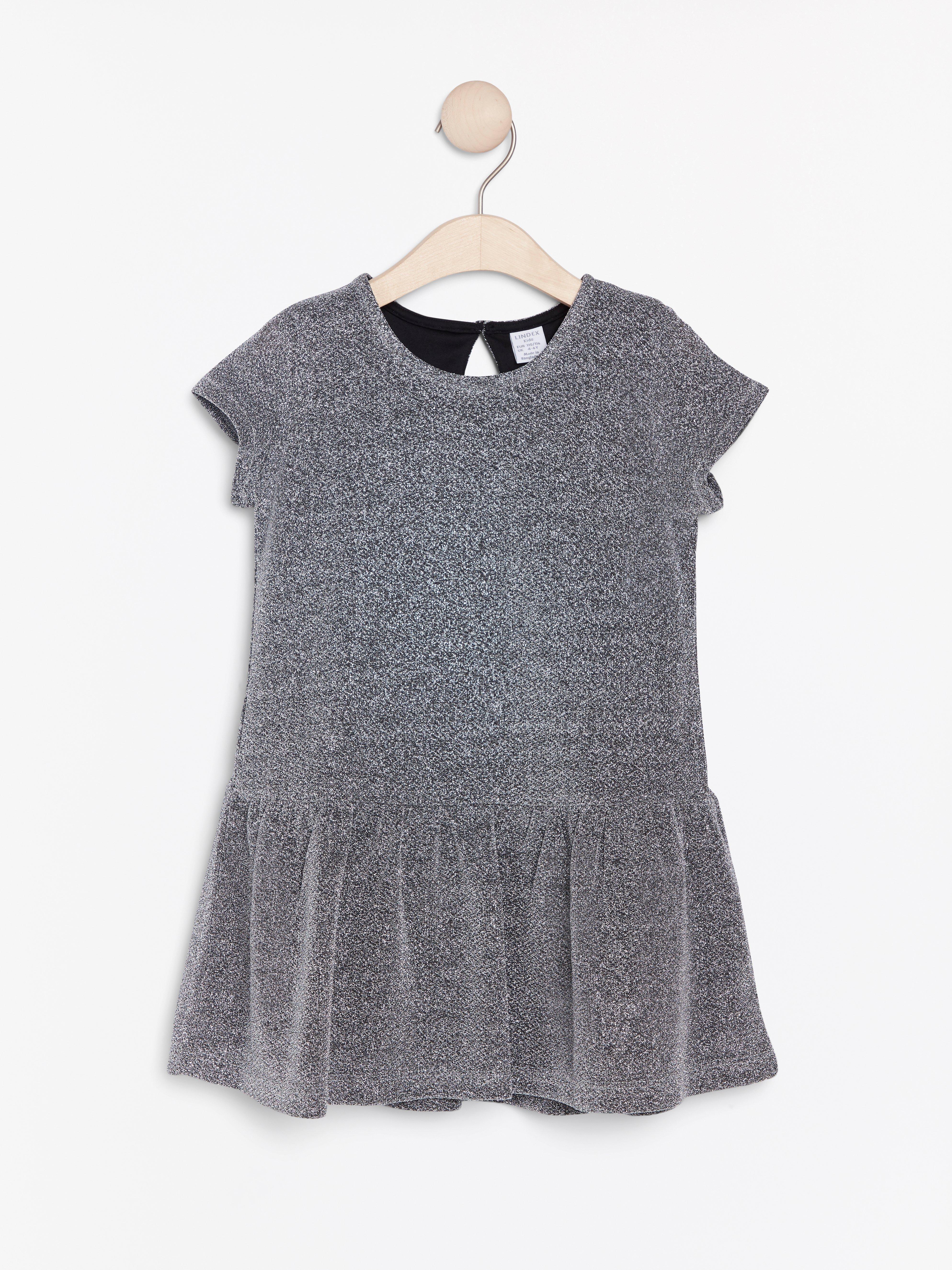 Silverglittrig kortärmad klänning