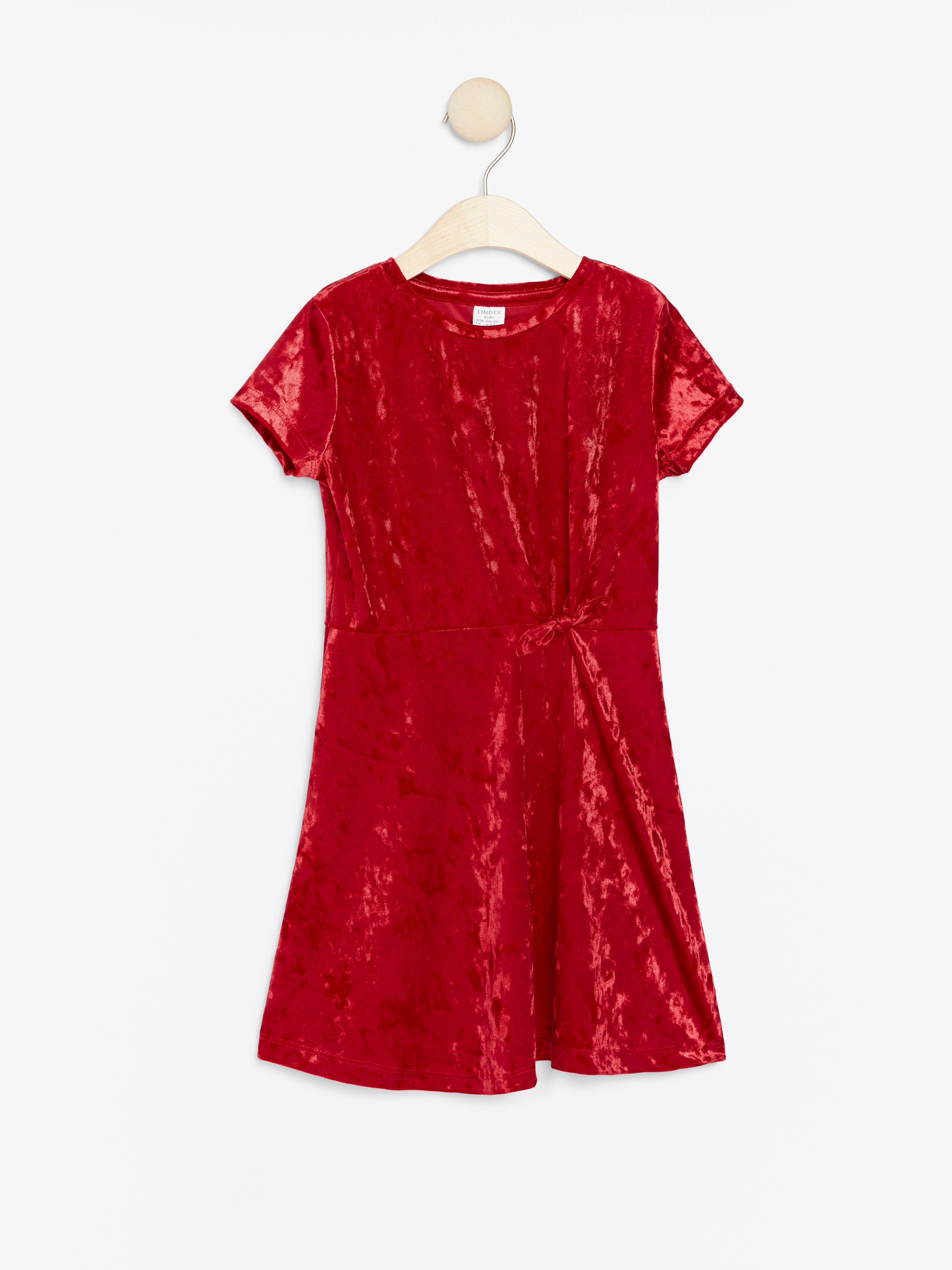 Kortärmad klänning i krossad sammet
