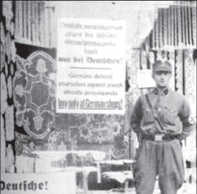Boykott jüdischer Geschäfte, SA-Wache vor einem Laden.
