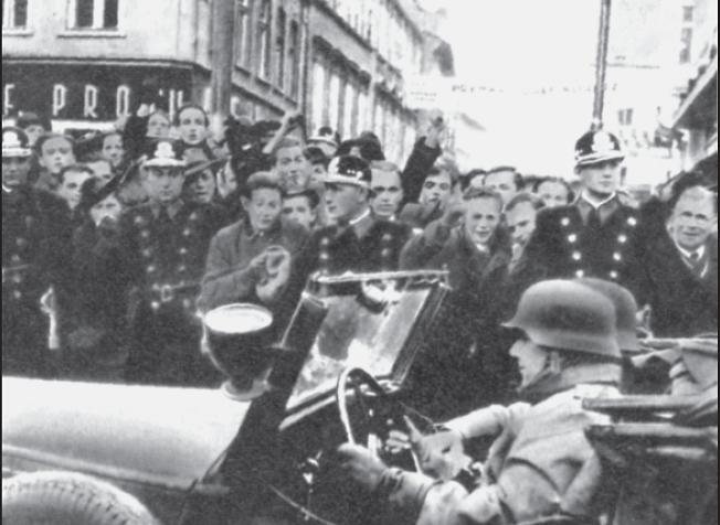 Prager Bürger protestieren gegen den deutschen Einmarsch am 15. März 1939.