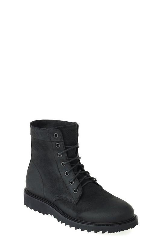 Oily Suede Boot