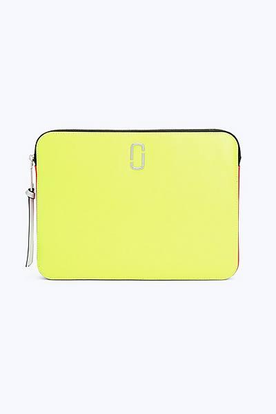 마크 제이콥스 스냅샷 13인치 랩탑 슬리브 - 옐로우 (아이패드, 맥북 전용 케이스, 파우치) Marc Jacobs Fluorescent Snapshot 13 Laptop Sleeve, BRIGHT YELLOW MULTI