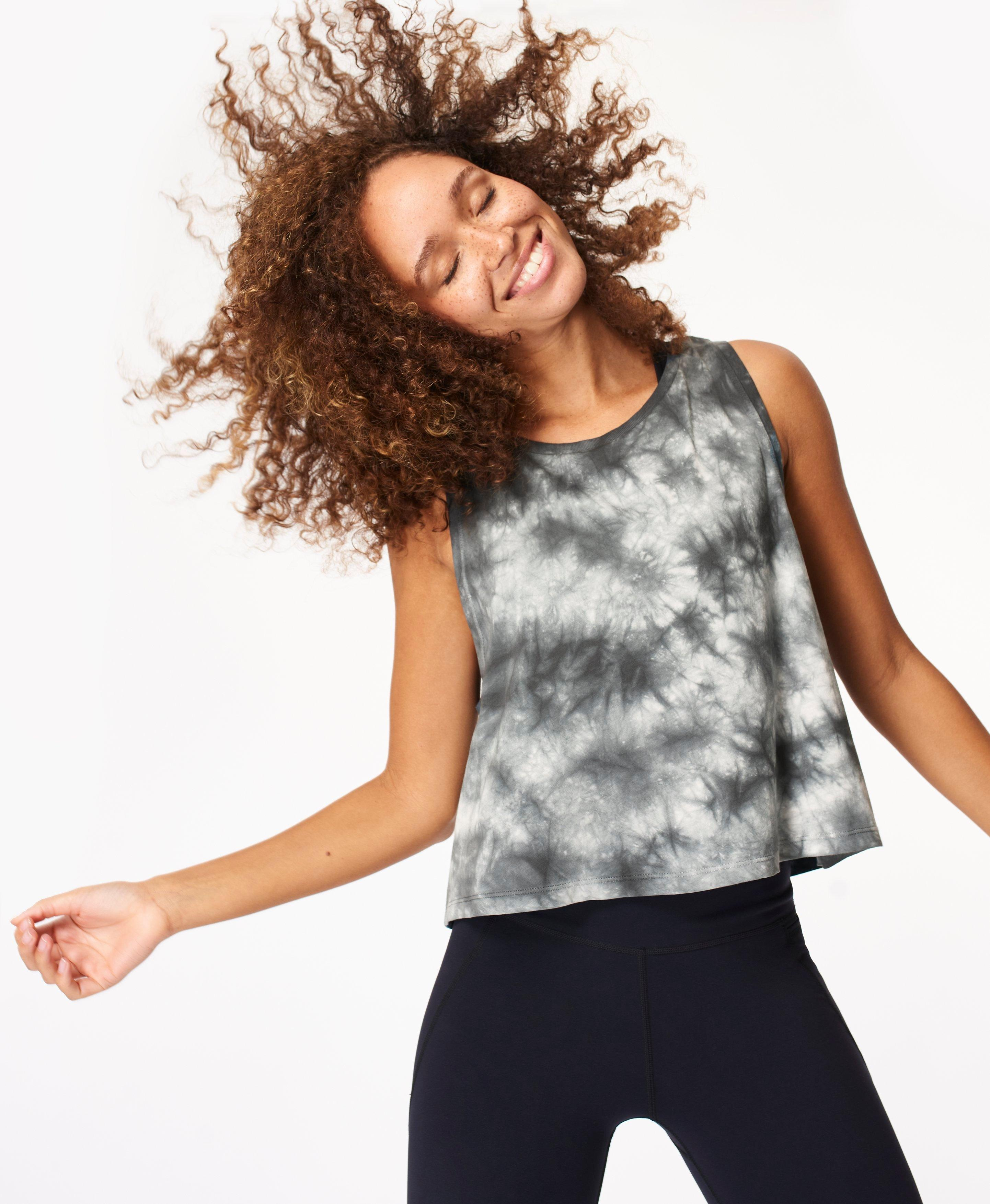 Lightweight workout tank in all-over tie dye print. Breathable, super soft and with dropped armholes, it falls to the top of your hips. Wear for any workout.