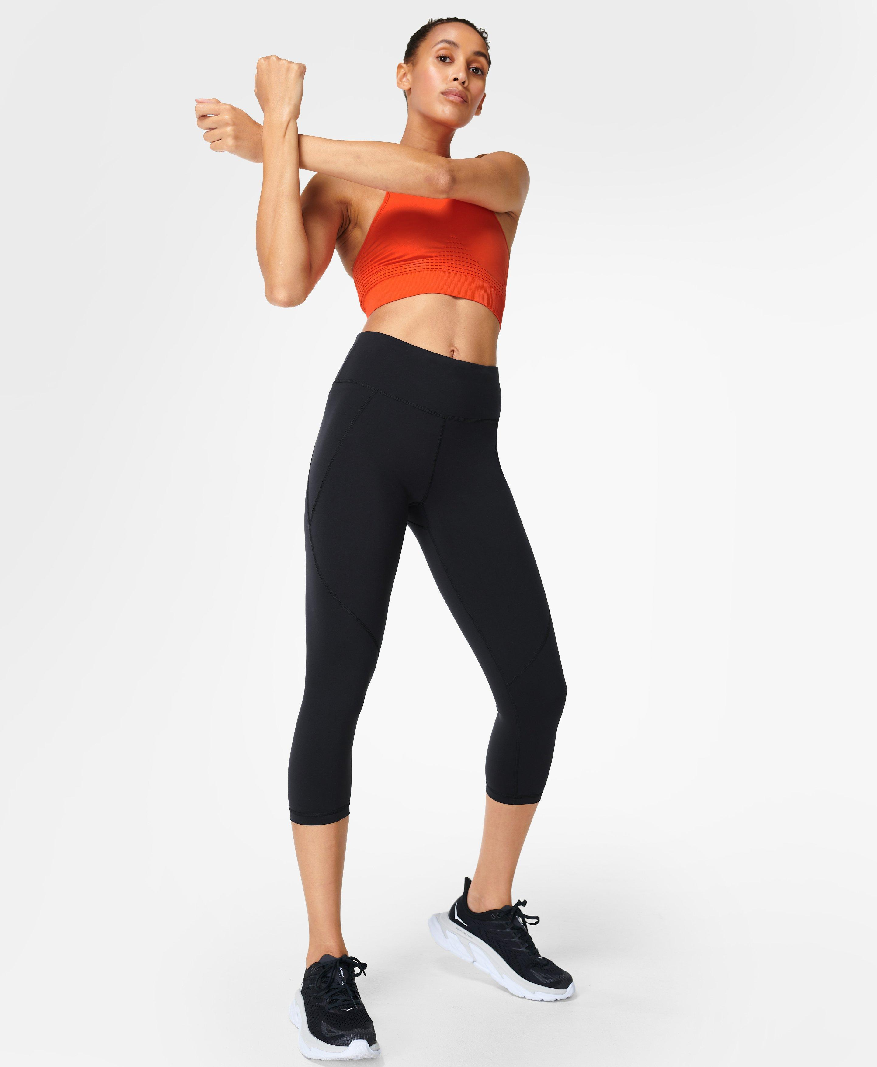 Put your phone away, these Power Crop Leggings have a side pocket AND back zip pocket to store all of your essentials. Constructed in bum-sculpting fabric that flatters where it matters they perform for over seven sports. In our cropped length with a high waist with adjustable drawcord for the perfect fit.