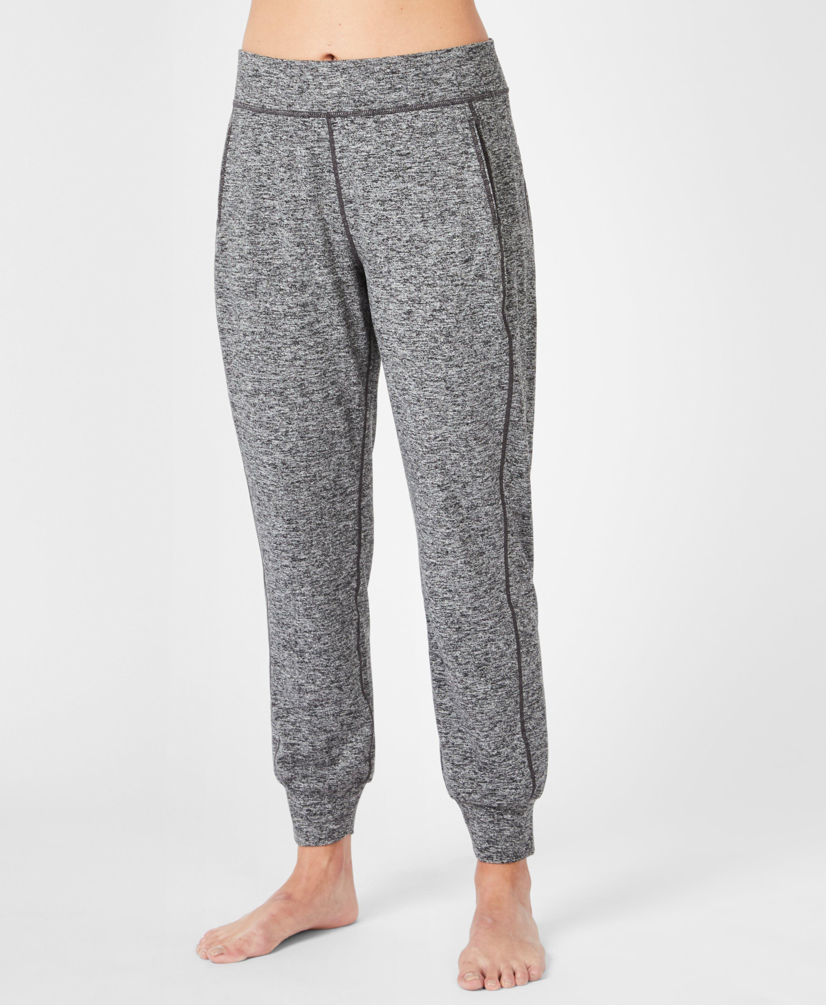 Introducing the softest yoga pants ever. You love them, we are obsessed with the relaxed fit and stretchy fabric. Wear on the mat, for travel or as a comfortable sweat pant.