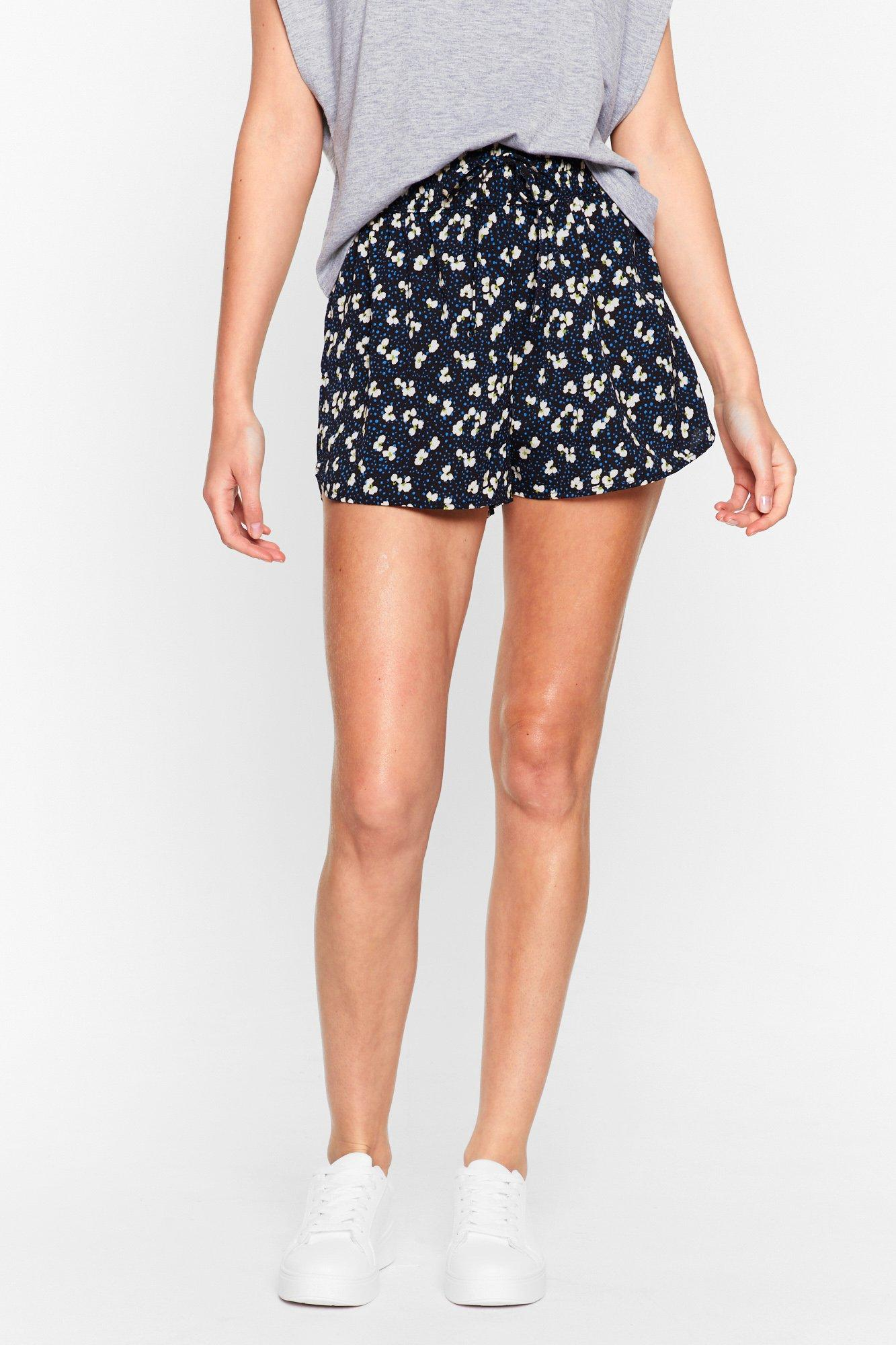 Image of Womens Extra Bloom Floral High-Waisted Shorts - Black