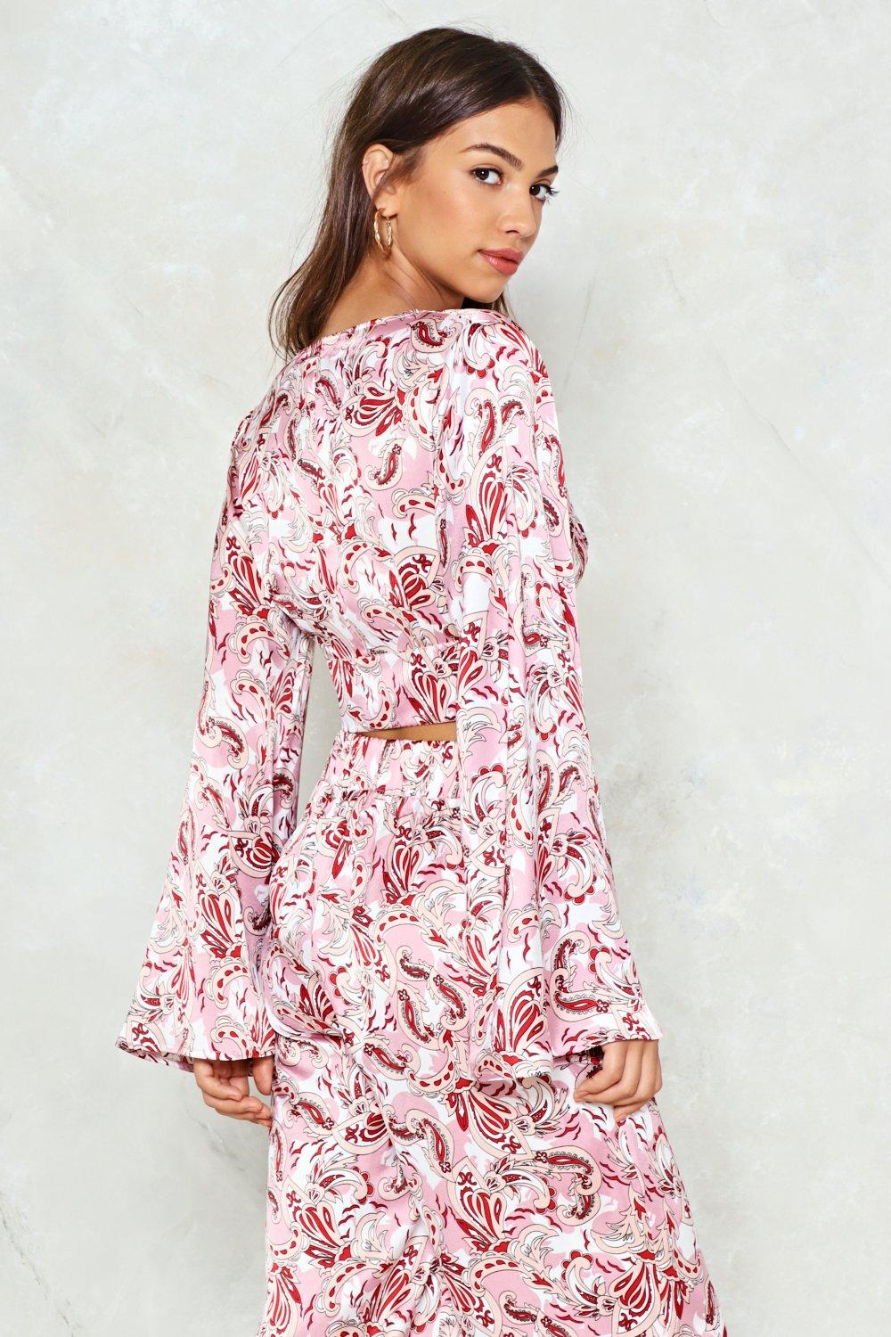 Exceptionnel Paisley Attention Satin Crop Top   Shop Clothes at Nasty Gal! HL07