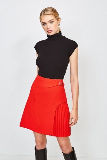 Red Buckle Detail Pleated Mini Skirt