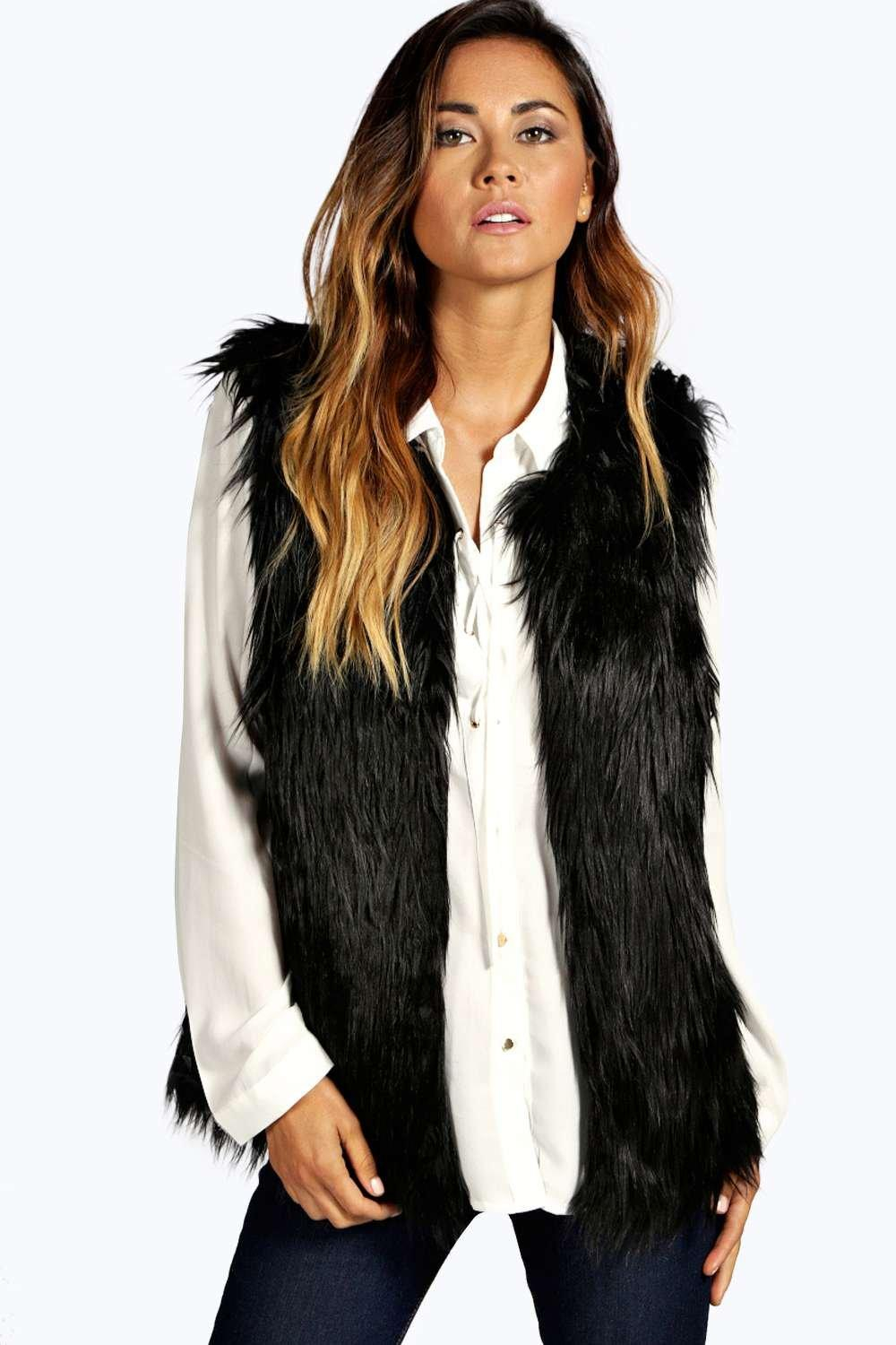 In a luxe neutral colourway, the plush Fay gilet in faux-fur will pair seamlessly with any item in your winter wardrobe. Featuring a sleeveless silhouette and soft collar, it looks instantly elegant when layered over a tailored shirt or paired with on-trend statement knitwearand leather trousers.. Hook-button front.