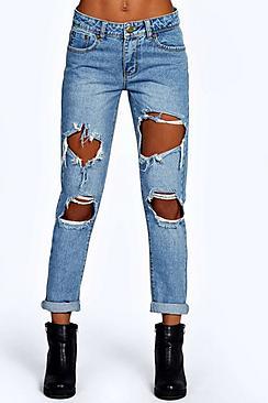 A lavaggio azzurro Jeans taglio maschile con strappata