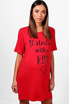 "Mama Jaimie Nachthemd mit ""It Started With A Kiss"" Motiv - Boohoo.com"