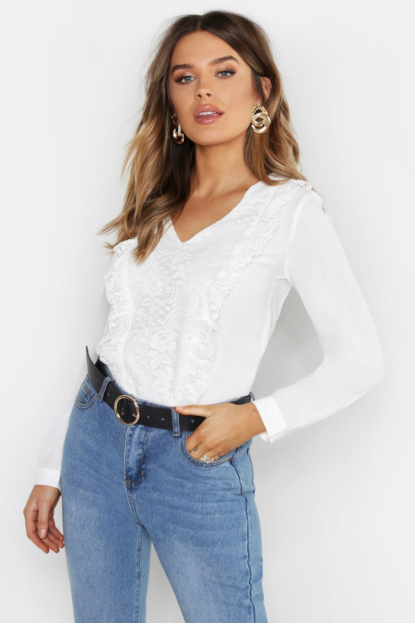Купить Блуза с V-образным декольте из кружева с оборками, boohoo