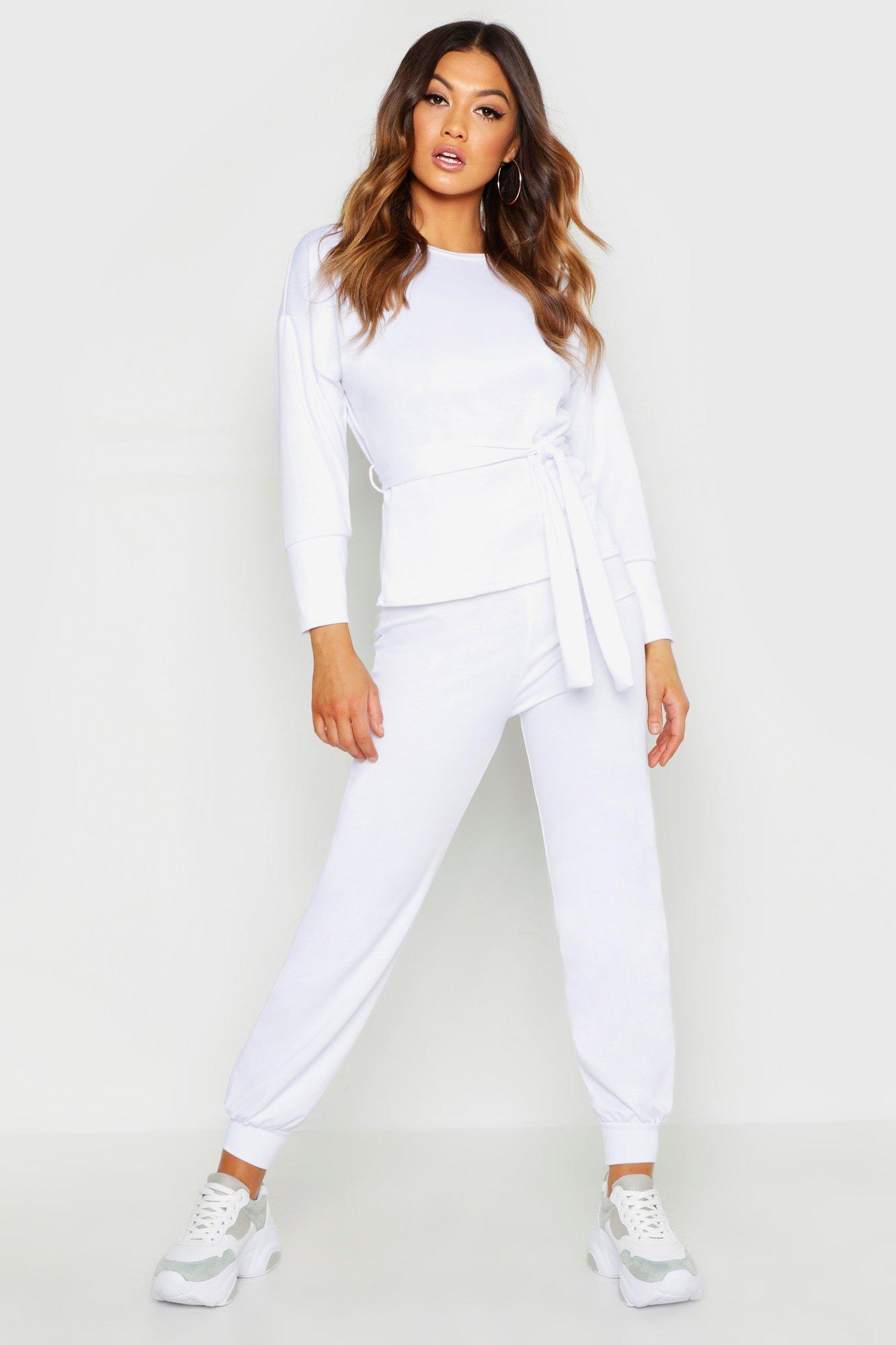Womens Trainingsanzug mit Sweatshirt & Jogginghose mit Gürtel - white - M/L, White - Boohoo.com