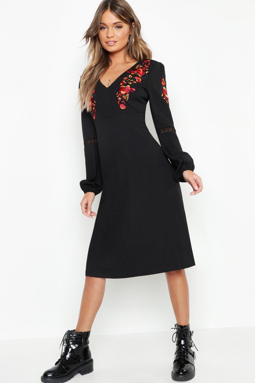 Купить К нам поступают платья, Платье миди со свободными рукавами с вышивкой, boohoo