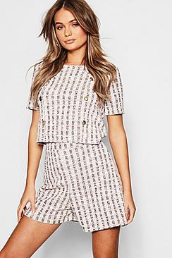 Coordinato con pantaloncino e top con dettagli in tweed con bottoni