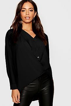 Gedrehter Bluse aus Webmaterial mit V-Ausschnitt und durchgehender Knopfleiste - Boohoo.com