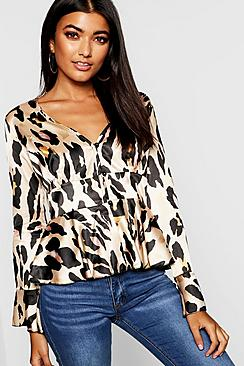 Pep-Saum Bluse mit Knopfleiste in Leopardenmuster - Boohoo.com