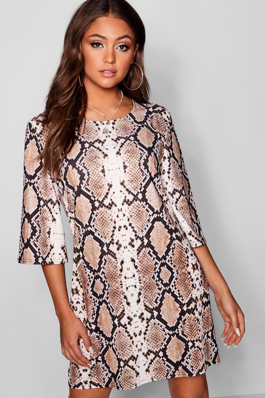 Купить К нам поступают платья, Платье свободного кроя со змеиным принтом и свободными рукавами, boohoo