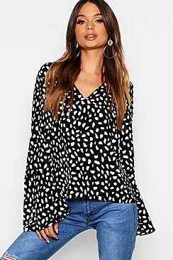 Bluse mit Print V-Ausschnitt und Ärmeln - Boohoo.com