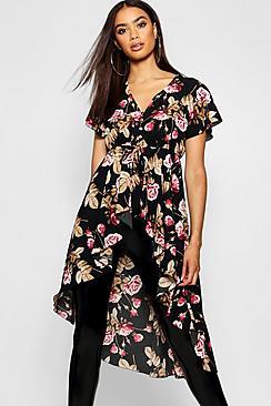 Gewebte Bluse mit Stufensaum und Knopfleiste in Blumen-Print - Boohoo.com