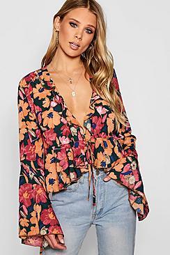 Gerüschte Bluse mit Taillenbindung in Blumen-Print - Boohoo.com
