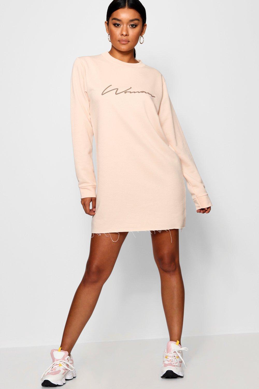 Womens Sweatshirt-Kleid mit Woman Slogan und Rückenschlaufen - hautfarben - 40, Hautfarben - Boohoo.com