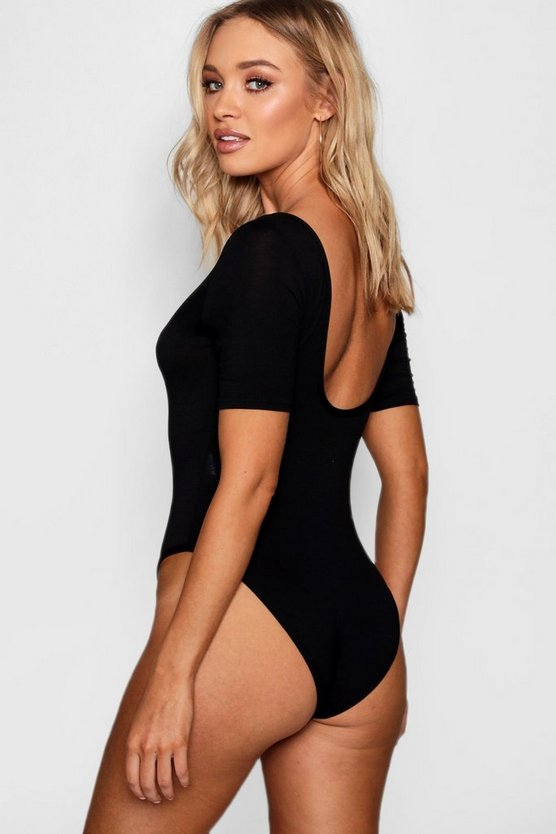 Lila Short Sleeve Plunge Front Bodysuit by Boohoo