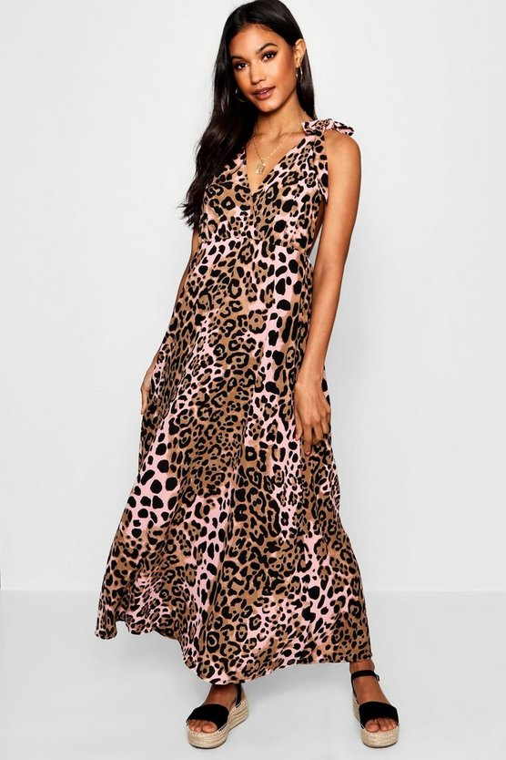 Leah Plunge Front Leopard Maxi Dress by Boohoo
