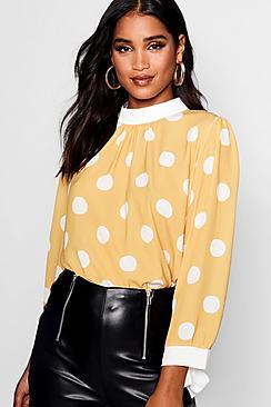Bluse mit gebundenen Ärmeln in kontrastfarbenem Tupfen-Print - Boohoo.com