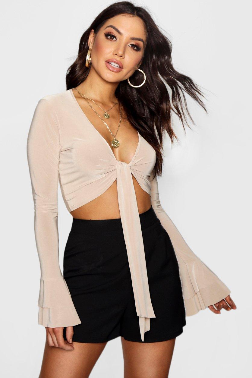 Womens Crop Top aus glänzendem Jersey mit Rüschenärmeln und Schnürung - Sand - 40, Sand - Boohoo.com