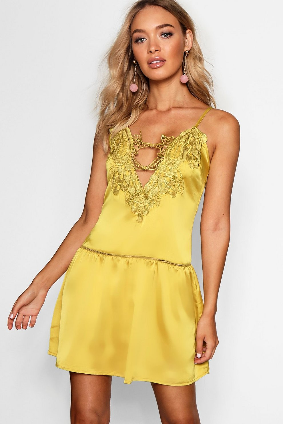 Boohoo Rosaline Crochet Plunge Shift Dress Clearance Sale Buy Cheap Sale View Cheap Online fwfoy4CfnG