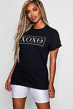 T-shirt con scritta XOXO
