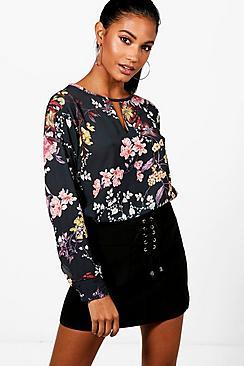 Oriental Blumen kragenlose Bluse mit Print - Boohoo.com