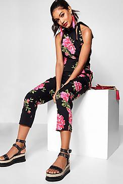 Hochgeschlossener Jumpsuit mit Blumen-Print und Hosenrock - Boohoo.com