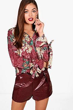 Bluse mit Wickelung und Blumen-Print - Boohoo.com
