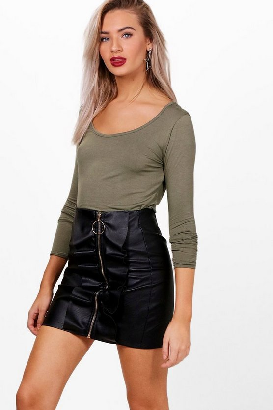 Holly Round Neck Long Sleeve Top by Boohoo