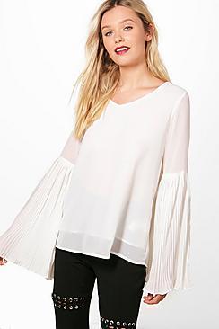 Bluse mit plissierten, ausgestellten Bündchen - Boohoo.com