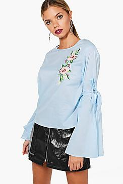 Bestickte Bluse mit Mary ausgestellten Ärmeln - Boohoo.com
