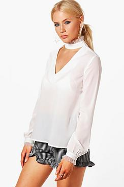Bluse aus Netzstoff mit gerüschtem Kropfband und Bündchen - Boohoo.com