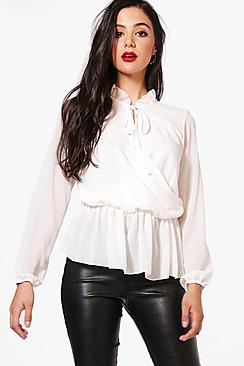 Layla Bluse aus Webmaterial mit Wickelfront - Boohoo.com