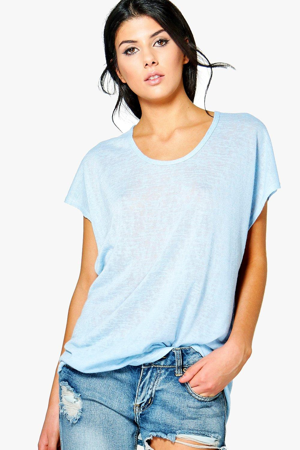 Women's Tees - Oversized T Shirts & V Neck T Shirts. Lately, the fashion world has been holding up refined and sophisticated button-up blouses under the spotlight as shirt of choice.