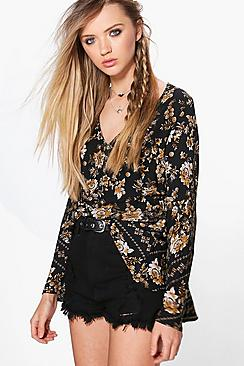 Bluse mit Blumen-Print und Glockenärmeln - Boohoo.com
