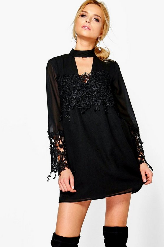 Boutique Si Choker Lace Flute Sleeve Shift Dress