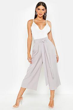 Hosenrock mit weitem Bein und plissierter Taille - Boohoo.com