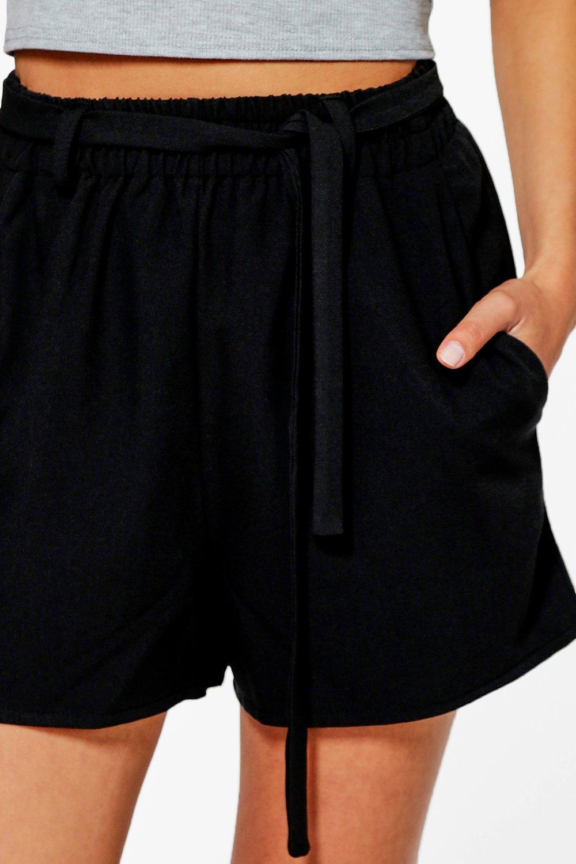 boohoo damen kelly elegant geschnittene shorts mit taillenbindung. Black Bedroom Furniture Sets. Home Design Ideas