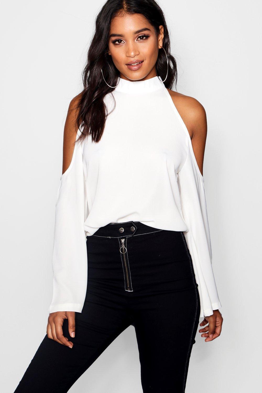 Womens Bluse mit ausgeschnittenen Schultern und Trompetenärmeln - white - 32, White - Boohoo.com