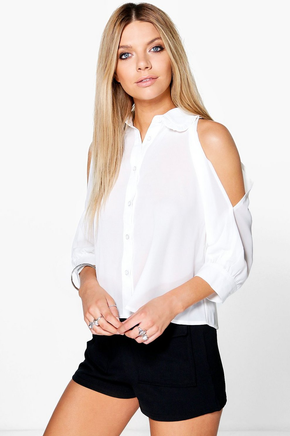 Tanya Bluse mit Rüschenkragen und ausgeschnittenen Schultern   Boohoo