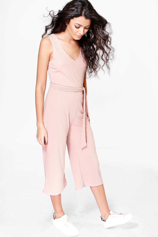 Womens Gerippter Jumpsuit mit Hosenrock und Bindegürtel aus gleichem Stoff - blush - 40, Blush - Boohoo.com