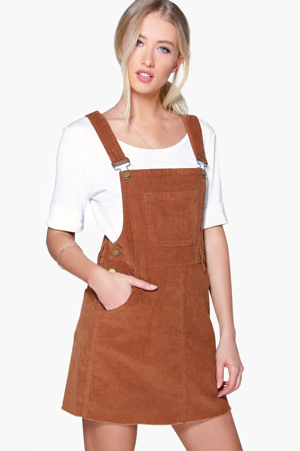 Now you can look like you're headed to Coachella every day, with our range of women's pinafore dresses. We are low-key living for cord dungaree dresses, which you can team up with your fave long sleeve turtleneck to create the kind of look that screams laid-back, boho-chic.